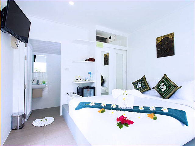 Compact Junior Room